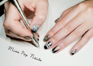 nail-art-grey-fifty-shades
